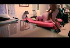 Il ragazzo non può lasciare gli occhi della bellezza sexy su un lettino da massaggio, e megasesso signora spinse le sue labbra personali nella Figa Rasata, facendolo gemere pigramente e questo è il segno, poi hai il cazzo del tuo apribottiglie, e poi dolcemente a lui.