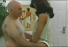 La categorie megasesso ragazza dai capelli castani si aspettava a malapena che il suo ragazzo succhiasse e facesse sesso con lui.