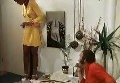 Una megasesso napoletano giovane cattura legato un dildo al pavimento e si sedette su di esso con il suo bagnato L.