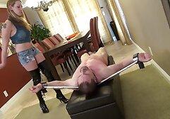 Una grande donna di colore catturata in un annuncio video hard gratis megasesso per un negozio VIP, dove sta infilando un cazzo tra le sue tette e viene brutalmente scopata in una figa piena di carne