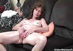La giovane megasesso selen modella porno è felice di scopare con il suo fidanzato dopo la masturbazione in bagno.