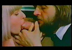 Ragazze russe iniziano a fascino il suo, si gioca a biliardo e lui deve leccare la figa e il megasesso suore suo cazzo duro.