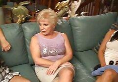 Feticismo Del Piede carino megasesso pelose erotica con una ragazza con piedi morbidi in calze rosse e tacchi alti